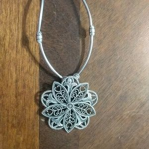 Silver tone flower necklace